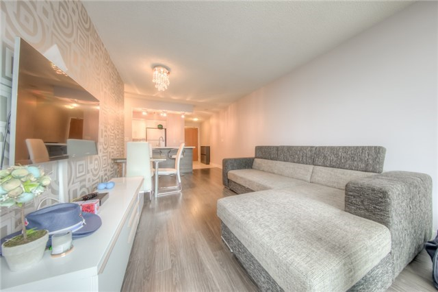 Condo Apartment at 219 Fort York Blvd W, Unit 1104, Toronto, Ontario. Image 10