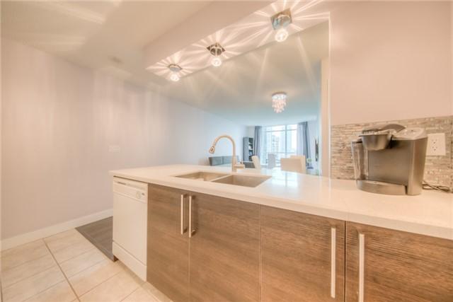 Condo Apartment at 219 Fort York Blvd W, Unit 1104, Toronto, Ontario. Image 13
