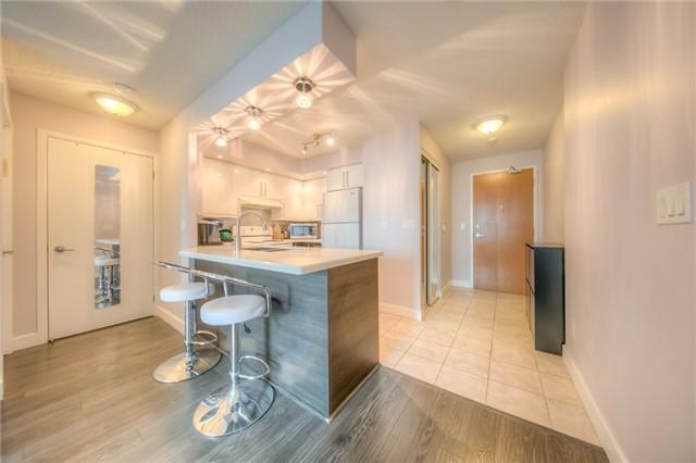 Condo Apartment at 219 Fort York Blvd W, Unit 1104, Toronto, Ontario. Image 14