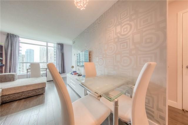 Condo Apartment at 219 Fort York Blvd W, Unit 1104, Toronto, Ontario. Image 15