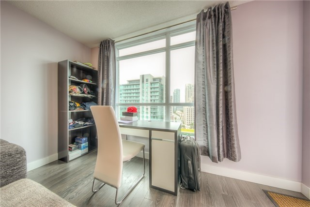 Condo Apartment at 219 Fort York Blvd W, Unit 1104, Toronto, Ontario. Image 16
