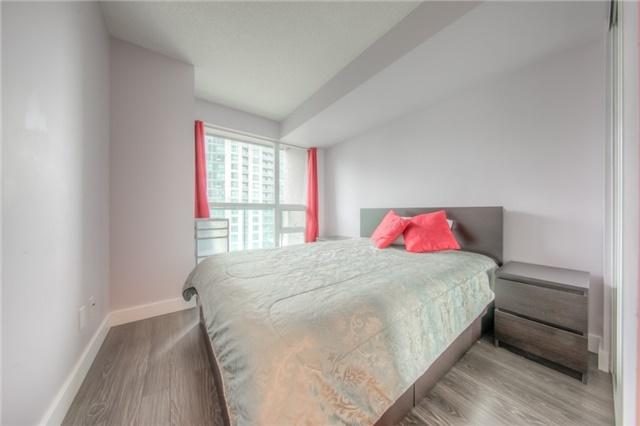 Condo Apartment at 219 Fort York Blvd W, Unit 1104, Toronto, Ontario. Image 17