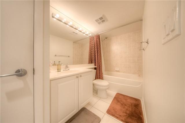 Condo Apartment at 219 Fort York Blvd W, Unit 1104, Toronto, Ontario. Image 2