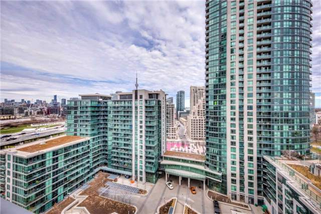 Condo Apartment at 219 Fort York Blvd W, Unit 1104, Toronto, Ontario. Image 3
