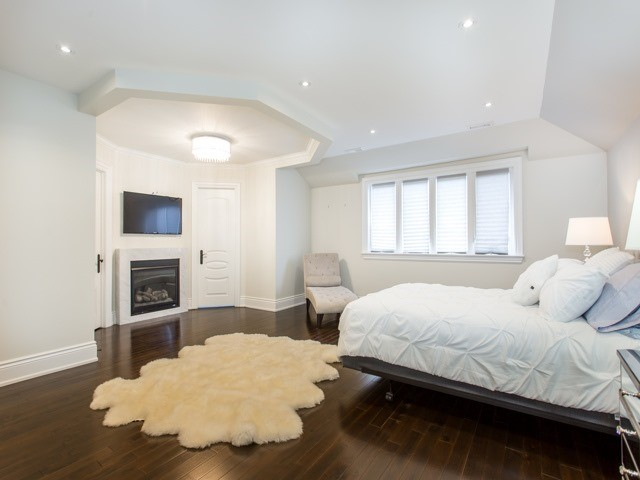 Detached at 601 Glengrove Ave, Toronto, Ontario. Image 2