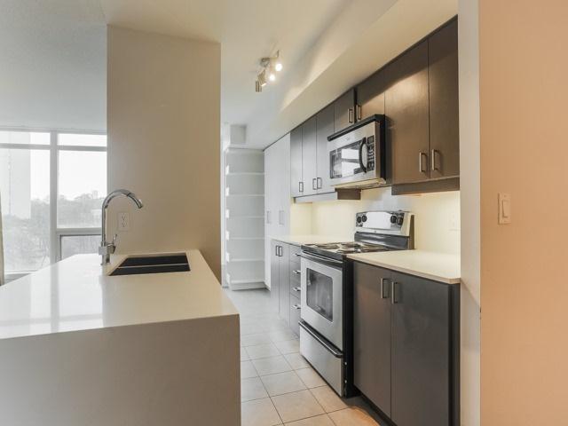 Condo Apartment at 18 Valley Woods Rd, Unit Ph111, Toronto, Ontario. Image 7