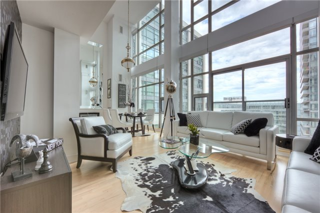 Condo With Common Elements at 637 Lake Shore Blvd, Unit 633, Toronto, Ontario. Image 1