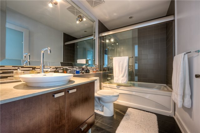 Condo With Common Elements at 637 Lake Shore Blvd, Unit 633, Toronto, Ontario. Image 2