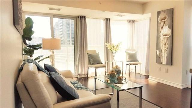 Condo Apartment at 386 Yonge St, Unit 2015, Toronto, Ontario. Image 14