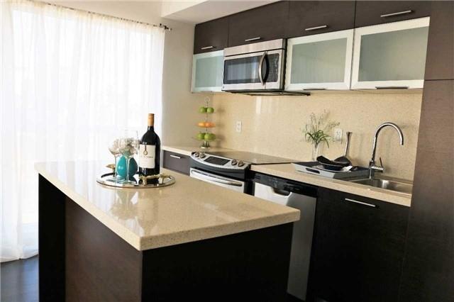 Condo Apartment at 386 Yonge St, Unit 2015, Toronto, Ontario. Image 15
