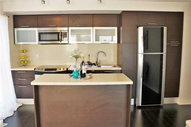 Condo Apartment at 386 Yonge St, Unit 2015, Toronto, Ontario. Image 17