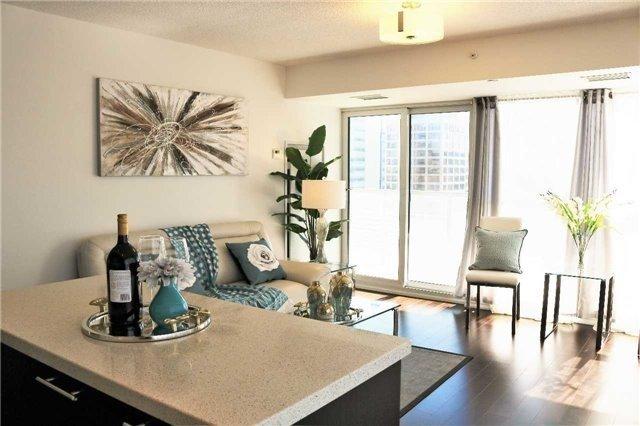 Condo Apartment at 386 Yonge St, Unit 2015, Toronto, Ontario. Image 18