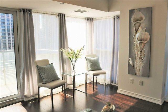 Condo Apartment at 386 Yonge St, Unit 2015, Toronto, Ontario. Image 4