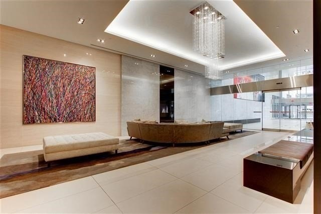 Condo Apartment at 386 Yonge St, Unit 2015, Toronto, Ontario. Image 8