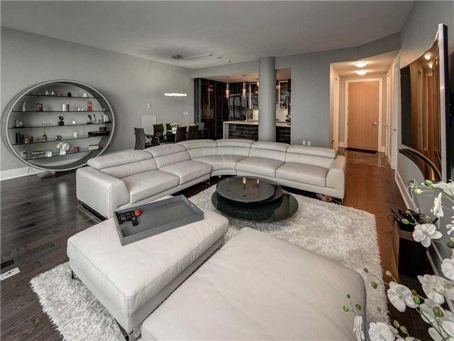 Condo Apartment at 29 Queens Quay E, Unit 904, Toronto, Ontario. Image 16