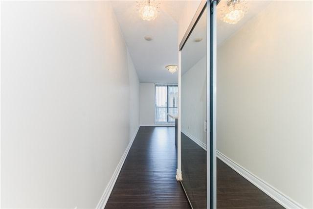 Condo Apartment at 111 Elizabeth St, Unit 925, Toronto, Ontario. Image 14
