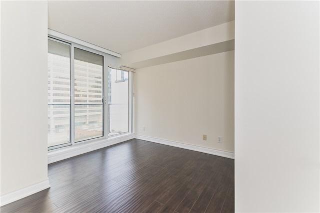 Condo Apartment at 111 Elizabeth St, Unit 925, Toronto, Ontario. Image 16