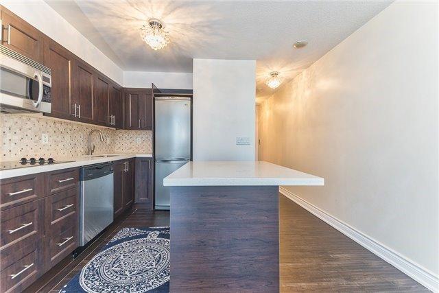 Condo Apartment at 111 Elizabeth St, Unit 925, Toronto, Ontario. Image 2