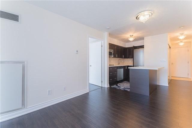Condo Apartment at 111 Elizabeth St, Unit 925, Toronto, Ontario. Image 3