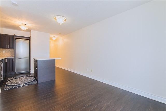Condo Apartment at 111 Elizabeth St, Unit 925, Toronto, Ontario. Image 4