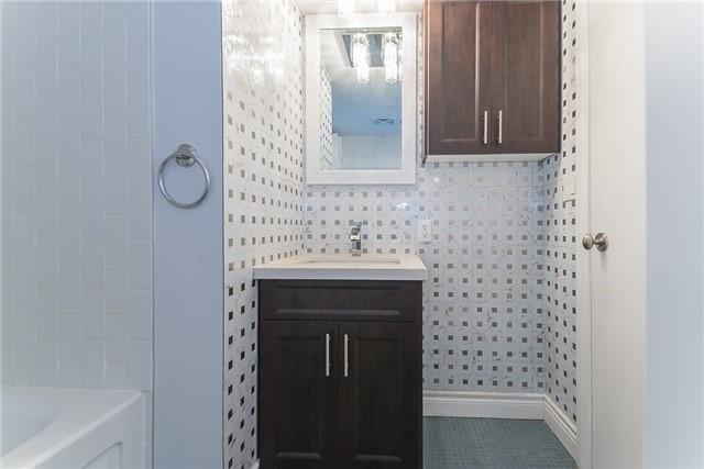 Condo Apartment at 111 Elizabeth St, Unit 925, Toronto, Ontario. Image 7