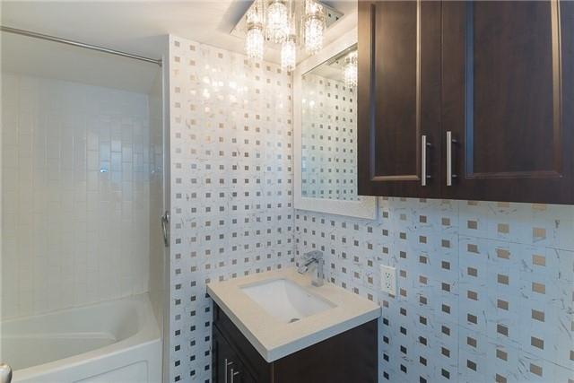 Condo Apartment at 111 Elizabeth St, Unit 925, Toronto, Ontario. Image 8