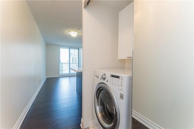 Condo Apartment at 111 Elizabeth St, Unit 925, Toronto, Ontario. Image 9