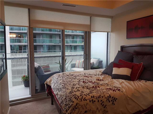 Condo Apartment at 12 York St, Unit 2504, Toronto, Ontario. Image 17