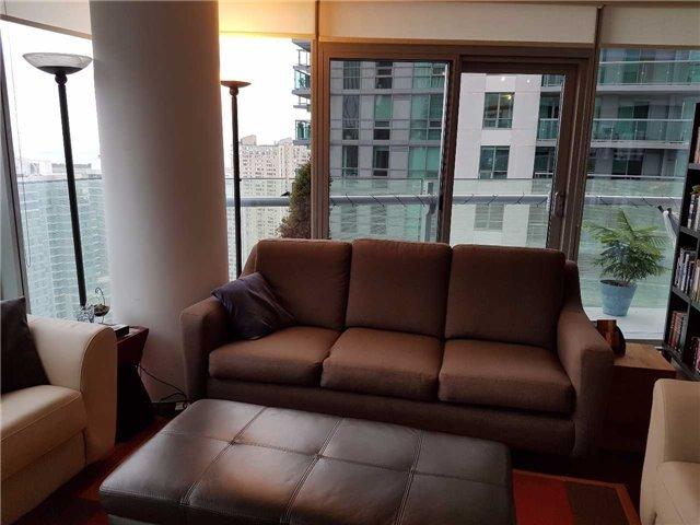 Condo Apartment at 12 York St, Unit 2504, Toronto, Ontario. Image 19