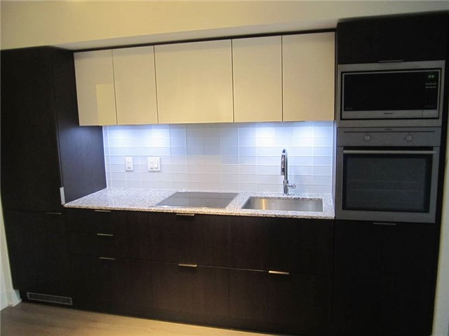 Condo Apartment at 318 Richmond St W, Unit 815, Toronto, Ontario. Image 1