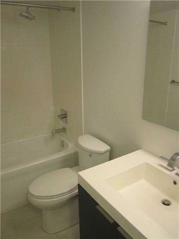 Condo Apartment at 318 Richmond St W, Unit 815, Toronto, Ontario. Image 3