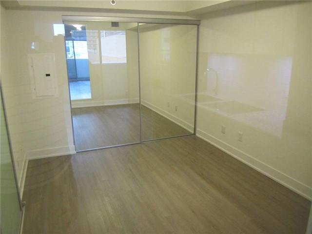 Condo Apartment at 318 Richmond St W, Unit 815, Toronto, Ontario. Image 4