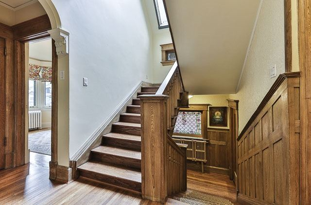 Detached at 17 Wells Hill Ave, Toronto, Ontario. Image 4