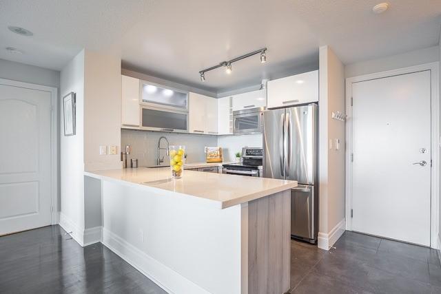 Condo Apartment at 188 Doris Ave, Unit 2105, Toronto, Ontario. Image 15