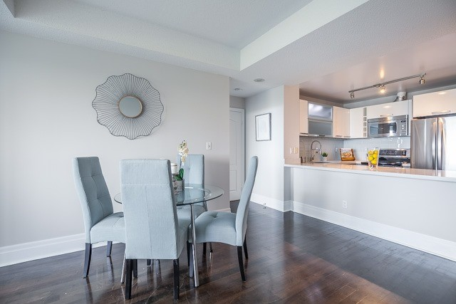 Condo Apartment at 188 Doris Ave, Unit 2105, Toronto, Ontario. Image 3