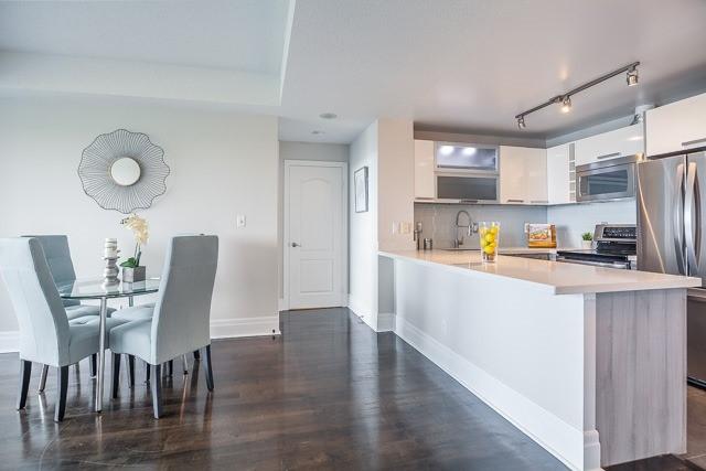Condo Apartment at 188 Doris Ave, Unit 2105, Toronto, Ontario. Image 4
