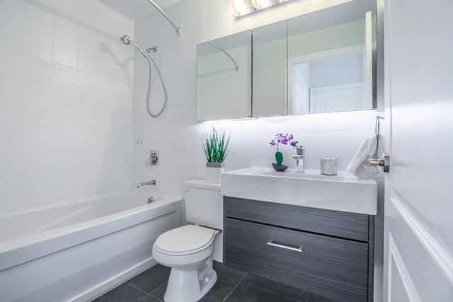 Condo Apartment at 188 Doris Ave, Unit 2105, Toronto, Ontario. Image 7
