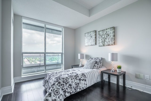 Condo Apartment at 188 Doris Ave, Unit 2105, Toronto, Ontario. Image 8