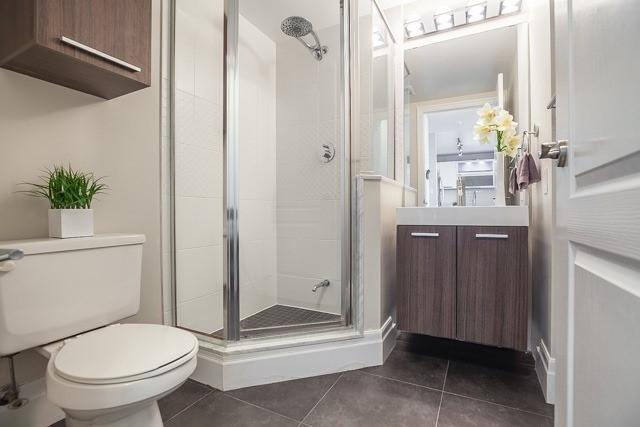 Condo Apartment at 188 Doris Ave, Unit 2105, Toronto, Ontario. Image 9