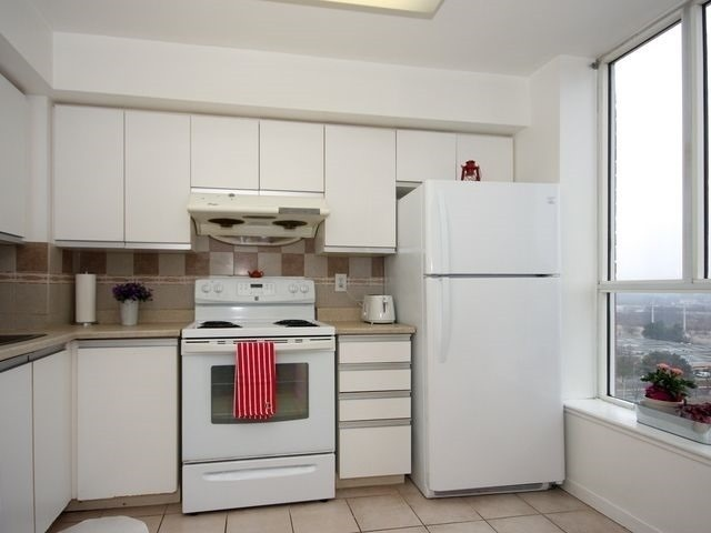 Condo Apartment at 21 Overlea Blvd, Unit 1409, Toronto, Ontario. Image 9