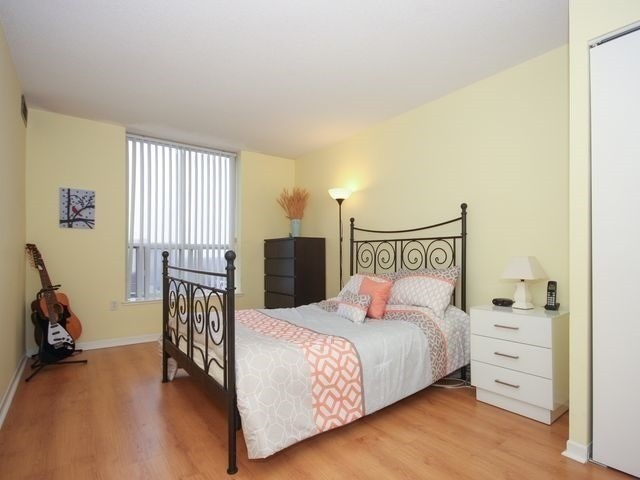 Condo Apartment at 21 Overlea Blvd, Unit 1409, Toronto, Ontario. Image 13