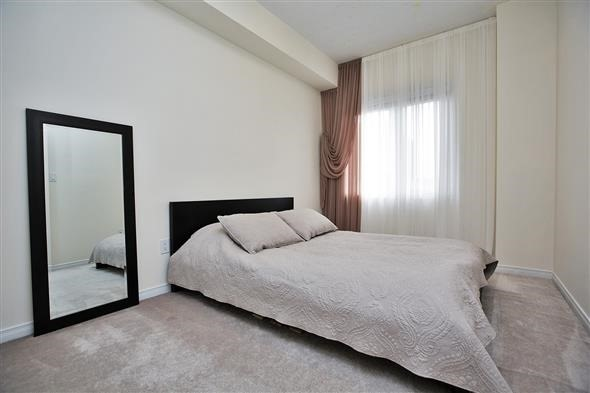 Condo Townhouse at 15 Coneflower Cres, Unit #241, Toronto, Ontario. Image 2