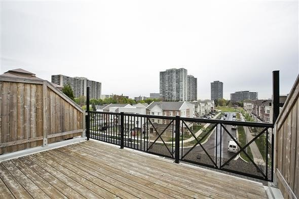 Condo Townhouse at 15 Coneflower Cres, Unit #241, Toronto, Ontario. Image 7