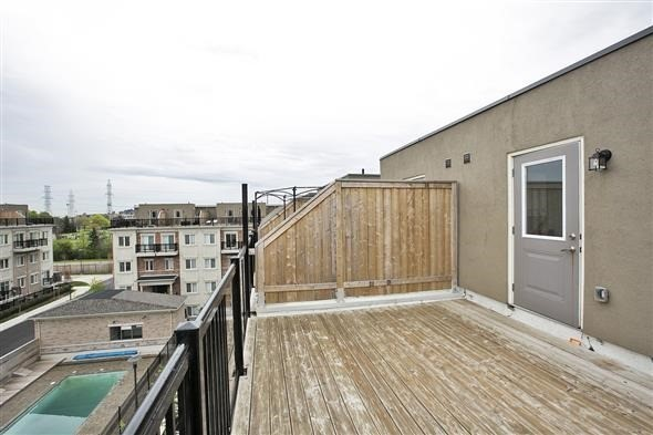 Condo Townhouse at 15 Coneflower Cres, Unit #241, Toronto, Ontario. Image 8