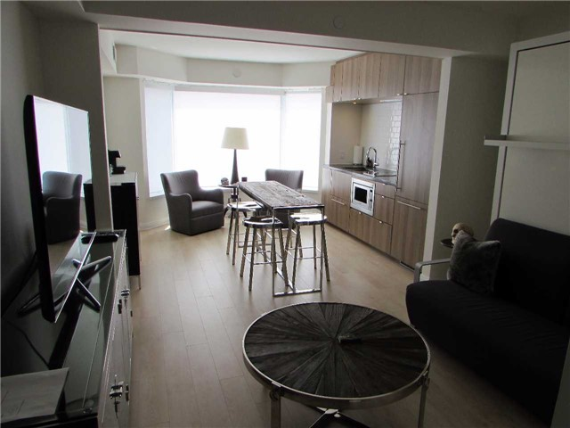 Condo Apartment at 155 Yorkville Ave, Unit 511, Toronto, Ontario. Image 8