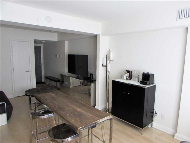 Condo Apartment at 155 Yorkville Ave, Unit 511, Toronto, Ontario. Image 9