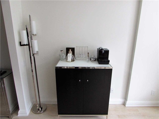 Condo Apartment at 155 Yorkville Ave, Unit 511, Toronto, Ontario. Image 2