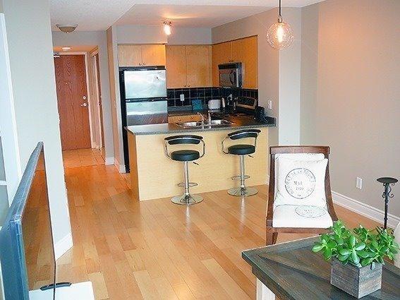 Condo Apartment at 219 Fort York Blvd, Unit 1210, Toronto, Ontario. Image 5