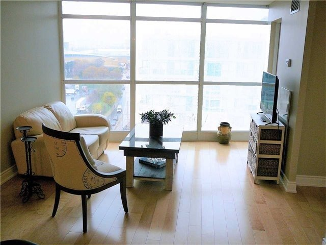 Condo Apartment at 219 Fort York Blvd, Unit 1210, Toronto, Ontario. Image 6