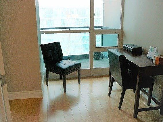 Condo Apartment at 219 Fort York Blvd, Unit 1210, Toronto, Ontario. Image 9